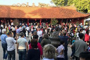 Các điểm văn hóa tâm linh, khu vui chơi 'hút' khách dịp Tết Nguyên đán