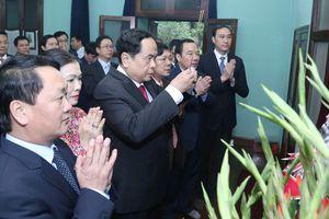 Đồng chí Trần Thanh Mẫn dâng hương tưởng nhớ Bác Hồ
