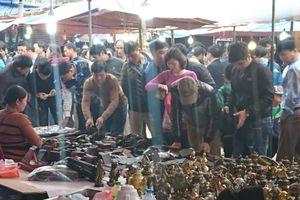 Chùm ảnh: Chợ Viềng (Nam Định) chật kín người từ sớm