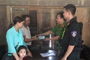 Công an Ninh Bình trao trả hơn 12 triệu đồng cho du khách