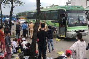 Xe khách biển số Lào nhồi nhét khách