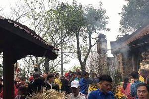 Hàng vạn người chen chân đi lễ chùa Hương Tích (Hà Tĩnh) dịp đầu năm