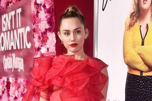 Miley Cyrus đẹp rực rỡ, thay chồng Liam Hemsworth dự ra mắt phim