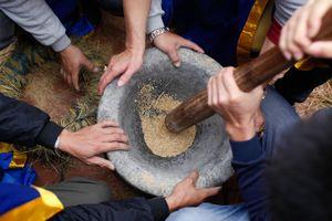 Cuộc thi giã gạo, nấu cơm ngon có từ thời Hùng Vương