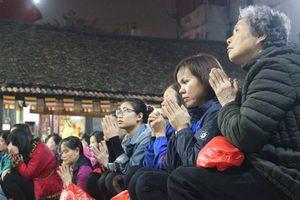 Hàng nghìn người chen chân, vái vọng dâng sao giải hạn tại chùa Phúc Khánh