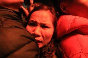 Dân chen lấn đến ngất xỉu tại chợ Viềng 'mua may, bán rủi'