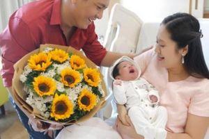 Đức Thịnh vào bệnh viện đón vợ con sau chuyện ồn ào với Trấn Thành