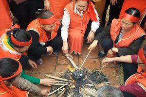 Độc đáo hội thi nấu cơm bằng rơm ở làng Thị Cấm