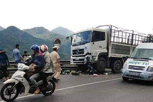 Xe máy đấu đầu ô tô trên đèo Bảo Lộc, nam 'phượt thủ' nguy kịch