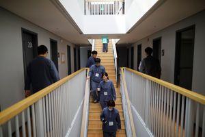 Người trẻ Hàn Quốc đua nhau 'đi tù'