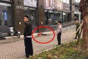 Hà Nội: Phát hiện người phụ nữ tử vong trước sảnh chung cư