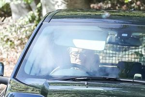 Chồng nữ hoàng Anh quyết định 'treo vô-lăng' ở tuổi 97