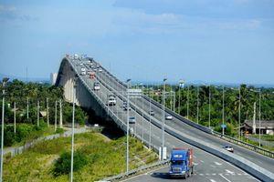 Vụ 'cấm cửa' 2 ô tô trên cao tốc: Có thật VEC E không hiểu luật?