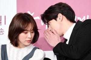 'Dazzling': Han Ji Min chia sẻ về khoảng cách 12 tuổi với Nam Joo Hyuk