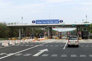 VEC 'cấm' 2 ô tô đi trên cao tốc là vi hiến, trái luật