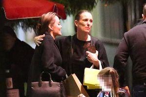 Angelina Jolie tái xuất nhợt nhạt sau khi Brad Pitt dự sinh nhật vợ cũ