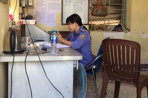 2 nữ nhân viên gác chắn kịp thời cứu cụ bà suýt bị tàu tông ở Đồng Nai