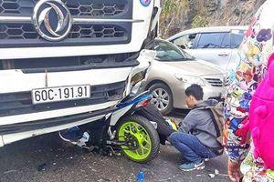 Phượt thủ đi xe máy đâm trực diện ô tô tải thảm khốc