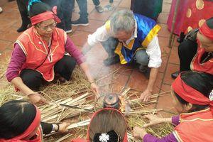 Hà Nội: Người dân quay về thời 'đồ đá' trong lễ hội thi nấu cơm đầu năm mới