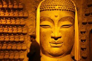 Cuộc đua xây chùa, dựng tượng và đế chế kinh doanh tâm linh ở TQ