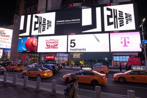 Samsung tung quảng cáo Galaxy S10 tại nhiều con phố lớn