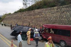 Ôtô 7 chỗ đối đầu xe khách trên cao tốc, 9 người nhập viện
