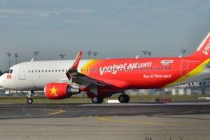 Máy bay bị hỏng lốp, sau khi hạ cánh xuống sân bay Tân Sơn Nhất