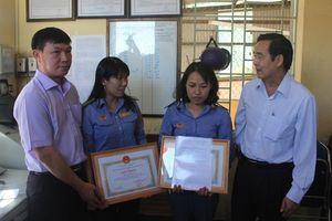Trao thưởng hai nhân viên gác chắn dũng cảm cứu người