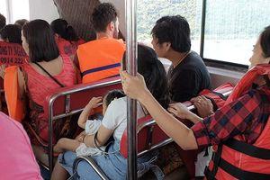 Phạt hơn 33 triệu đồng đối với ca-nô chở khách vượt quy định