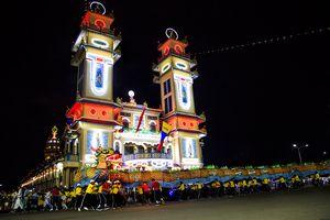 Hàng ngàn người dự đại lễ Đức chí tôn ở Tòa thánh Cao Đài Tây Ninh