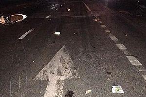 Xe máy 'kẹp 3' đâm vào ô tô đỗ bên đường, 3 người tử vong