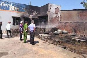 Đầu năm cháy lớn tại cây xăng, 2 người nhập viện