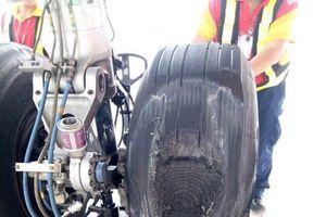 Máy bay Vietjet bị vỡ lốp sau khi hạ cánh xuống Tân Sơn Nhất