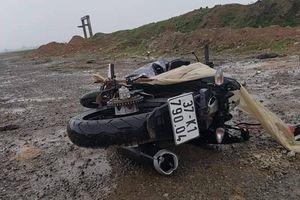 Hoảng hốt phát hiện nam thanh niên tử vong trên đường cạnh chiếc xe máy bị ngã