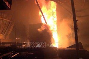 Bình Dương: Cháy xưởng gỗ, hàng trăm công nhân hoảng hốt bỏ chạy