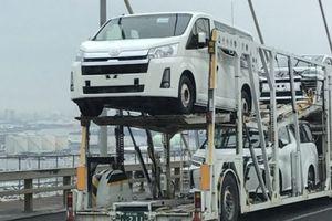 Toyota hé lộ ảnh nội thất của Hiace thế hệ mới, sẵn sàng cạnh tranh Ford Transit