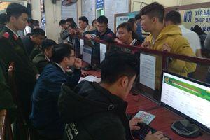 Sau Tết, hàng nghìn người dân Nghệ An đi làm hộ chiếu, chứng minh nhân dân