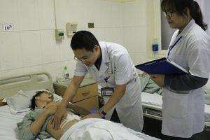 Sau bữa 'cơm bụi', nam thanh niên thủng ruột non vì xương cá