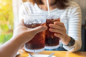 Uống nước ngọt có gas ảnh hưởng thế nào đến thai nhi?