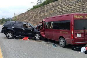 Vụ xe khách đâm xe 7 chỗ trên cao tốc Nội Bài - Lào Cai: 2 nạn nhân đã tử vong