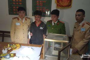 Thưởng nóng Ban chuyên án bắt nam thanh niên 'ôm' 2kg ma túy đá