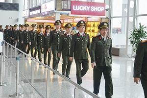 Những chiến sĩ đón Tết trên đường băng
