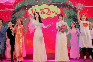 Ngọc Trinh mặc váy cưới, khuấy động không khí ngày 'Vu quy'
