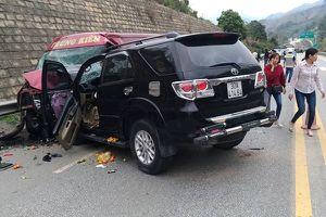 Fortuner đối đầu xe khách trên cao tốc Nội Bài-Lào Cai khiến 9 người bị thương