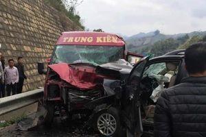 Vụ ô tô đâm nhau kinh hoàng trên cao tốc Nội Bài - Lào Cai: Đã có 2 người tử vong, 10 người khác bị thương