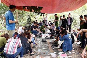 Hà Tĩnh: Vây bắt nhóm đối tượng đánh bạc quy mô lớn giữa rừng