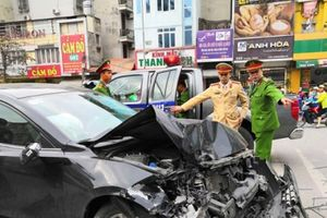 Hà Nội: Ôtô tông liên hoàn gần Ngã Tư Sở, 3 người bị thương