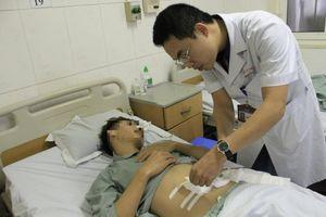 Nuốt xương cá dài 4cm, nam thanh niên bị thủng ruột non