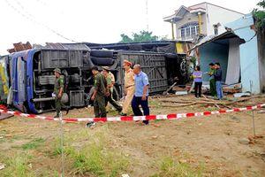 Lật xe ô tô khách giường nằm, 38 người bị thương