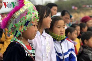 Tưng bừng sắc xuân trong lễ hội Gầu Tào
